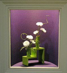 Class 105 - Small Niche: Individual Design Entries at the 2008 Philadelphia Flower Show Small Flower Arrangements, Candle Arrangements, Small Flowers, Art Floral, Floral Design, Garden Show, Garden Club, Sogetsu Ikebana, Philadelphia Flower Show