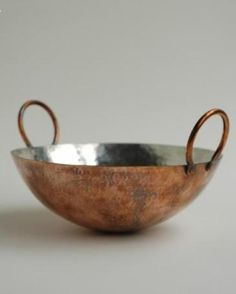 Tin-Lined Copper Hand-Hammered Wok. Breathtakingly beautiful but possibly not so practical as tin will melt if you turn the heat up too high as you do in wok cookery. Copper Pots, Copper Kitchen, Copper And Brass, Hammered Copper, Copper Paint, Copper Wall, Cooking Utensils, Kitchen Utensils, Kitchen Gadgets