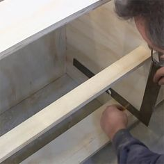 how to measure and mount ball bearing drawer sliders or runners mark line Carpentry Projects, Wooden Projects, Wood Crafts, Diy Furniture Making, Drawer Rails, Kitchen Cabinet Layout, Drawer Runners, Diy Drawers, Stair Storage