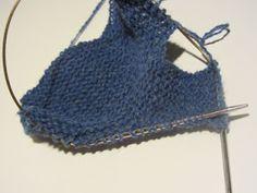 Strikk og tøys: Babysokk trinn for trinn - illustrert Crochet Bikini, Crochet Top, Crochet Hats, Girl Bedroom Designs, Girls Bedroom, Baby Socks, Baby Knitting Patterns, Women, Fashion
