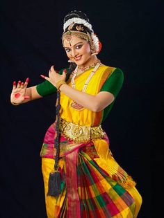 Manju Warrier – a perfect epitome of a child prodigy – is said to have danced, even before learning to walk!! She started learning Bharathanatyam, Mohiniyattam and Kuchipudi at a tender age of four. Even when she was at school, Manju showed extraordinary talent in dance, and won many accolades.