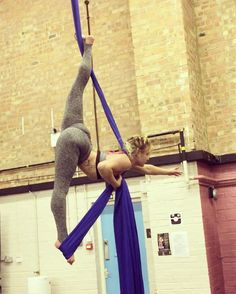 """125 Likes, 7 Comments - Kelly Horne Aerialist (@kellyhorneaerialist) on Instagram: """"Loved training with @lisakennedy86 last night. We started on a fun split and ended up turning it…"""""""