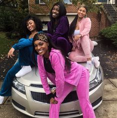 50 Best Friend Group Halloween Costume Ideas For Girlfriends 50 Best Friend Group Halloween Costume Ideas For Girlfriends - Looking for last-minute Halloween Costume ideas to DIY for a group of your best friends? 2 person matching c 3 Person Costume, Diy Halloween Costumes For Girls, Black Girl Halloween Costume, Looks Halloween, Halloween 2020, Halloween Ideas, Christmas Costumes, Couple Halloween, Scary Costumes