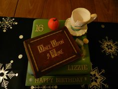 Party - Once Upon a Time Cake. Can I have this, PLLLEEEAASSEEE?! My birthday is only in a few days!