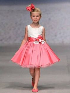 - preciosos y elegantes vestidos de niñas. Little Girl Dresses, Girls Dresses, Flower Girl Dresses, Toddler Girl Outfits, Kids Outfits, Baby Girl Fashion, Kids Fashion, Cute Dresses, Beautiful Dresses