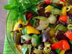 Ingredientes   3 berinjelas  médias  1 pimentão amarelo grande  1 pimentão vermelho grande  1 pimentão verde grande  4 cebolas médias  1 ma...