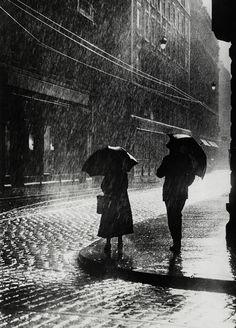 Couple standing in the rain in Berlin, 1936 :: uncredited