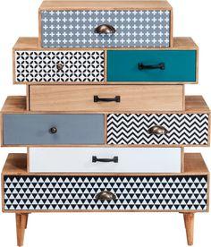 Sorgen Sie mit Capri für einen kleinen Hingucker in Ihrer Wohnung. Die Kommode von Kare. In verschiedenen Schubladen Größen. #Kommode #Schubladen #bunt #Kare #karedesign #blau #schubladen #moebel #möbel #moebelpower #moebeltraeume Funky Furniture, Painted Furniture, Painted Chest, Reclaimed Wood Furniture, Kare Design, Decoration, Wooden Boxes, Simple Style, Sideboard