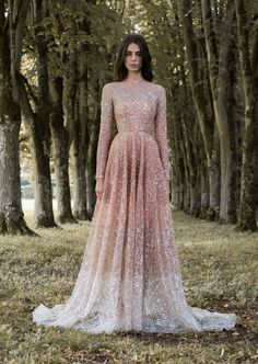 Prom Dresses 2018 For an enchanted forest a fairytale wedding dream dress from the haute couture collection, Gilded Wings of Paolo Sebastian is what you need, don't you think? Wedding gown of Paolo Sebastian and photo by Simon Cerere. Pink Wedding Dresses, Wedding Gowns, Prom Dresses, Formal Dresses, Bridal Gowns, Long Dresses, Rose Gold Wedding Dress, Beaded Dresses, Lace Gowns