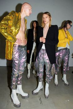 Is glam rock back, once again? Even when we're ready to sign something off as pastiche, there goes Rick Owens and proves us wrong. 2020 Fashion Trends, Fashion Brands, Rock Style Men, Burning Man Outfits, Rick Owens Men, Origami Fashion, Jumpsuit Pattern, Glam Rock, Apparel Design