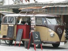 for traveling to fairs Coffee Van, Coffee Love, Volkswagen Bus, Vw Camper, Pop Up Cafe, Mobile Food Trucks, Car Food, Vespa, Mobile Catering