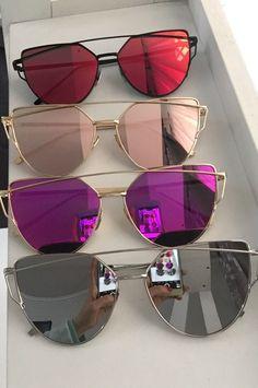 Bild entdeckt von Zoé auf We Heart It, Stylish Sunglasses, Cat Eye Sunglasses, Mirrored Sunglasses, Sunglasses Women, Tout Rose, Cool Glasses, Fashion Eye Glasses, Womens Glasses, Sunglass Frames