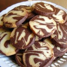 Schwarz – Weiß – Plätzchen Black – White – Cookies, a tasty recipe from the category biscuits & cookies. Easy Cookie Recipes, Donut Recipes, Baking Recipes, Cake Recipes, Bunuelos Recipe, Black And White Cookies, Black White, Cookie Crumbs, Baked Donuts