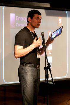 Alessandro Fonseca, Gerente de Contas da Adobe, apresenta o Adobe DPS. Foto: Patrícia Bruni.