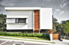 fachada: Casas de estilo minimalista por ArqCubo