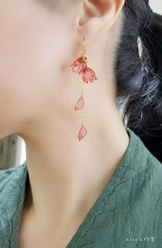 Cute hanging earrings in pink flowers floral motif made of gold .-Süße Hängeohrringe in Pink Blumen Blumenmotiv aus Gold auch als Geschenk. – accesorie Cute hanging earrings in pink flowers floral motif made of gold also as a gift. Cute Jewelry, Boho Jewelry, Jewelery, Jewelry Accessories, Jewelry Design, Fashion Jewelry, Silver Jewelry, Fashion Earrings, Cartier Jewelry