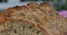 Jeden z lepszych chlebów jakie w życiu jadłam. Choć jest upieczony z mąki pszennej to do złudzenia przypomina chleb razowy. Niezb... Bento, Banana Bread, Desserts, Recipes, Diet, Tailgate Desserts, Deserts, Postres, Dessert