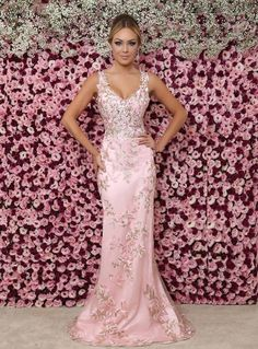 vestido longo rosa claro com bordado floral Formal Prom, Formal Gowns, Pink Fashion, Party Fashion, Bordado Floral, Bridesmaid Dresses, Prom Dresses, Sequin Party Dress, Mellow Yellow