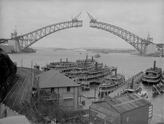 Sydney Harbour Bridge under construction.