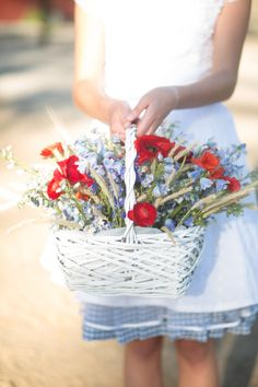 wedding flowers basket http://www.jkbyoung.com/