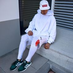 4,463 mentions J'aime, 41 commentaires - @achmedlachned sur Instagram: «dr. white, shining bright. today im wearing a white hoodie by @urbanoutfitters DE, shorts by @puma,…»