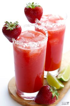 Fresh Strawberry Margarita -- all you need are 5 ingredients and 5 minutes to make these fresh and naturally-sweetened drinks! Serve it on the rocks or frozen. Fresh Strawberry Margarita Recipe, Margarita Recipes, Strawberry Recipes, Cocktail Recipes, Margarita Tequila, Refreshing Drinks, Summer Drinks, Gimme Some Oven, Milk Shakes