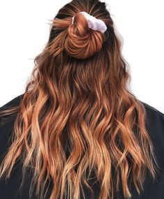 For the blondes and brunettes who want a hint of red hair color. Here are 14 fun hair colors to try if you want to go halfway-red. Red Balayage Hair, Red Ombre Hair, Brown Blonde Hair, Red Hair Color, Light Brown Hair, Cool Hair Color, Brown Hair Colors, Violet Hair, Burgundy Hair