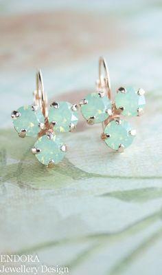 Boucles d'oreilles opale de menthe menthe vert par EndoraJewellery
