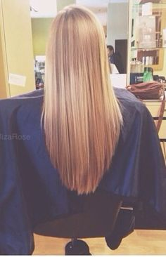 """""""v-cut"""" haircut. Looks great with long hair!  Ca me semble pas si tof une coupe en ``v``! ;)"""