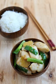 A quick and easy ginger and scallion fish recipe with fish fillet, ginger, and scallions. Ginger and scallion fish is a delicious and easy Chinese recipe. Fish Dishes, Seafood Dishes, Seafood Recipes, Cooking Recipes, Easy Chinese Recipes, Easy Delicious Recipes, Healthy Recipes, Basa Fish Recipes, White Fish Recipes
