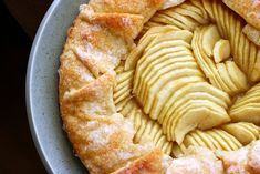 i've made this - and it's pretty simple. and turns out almost looking this nice! haha  smitten kitchen's basic apple tart
