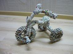 Кашпо-велосипед (2 часть) Newspaper Basket, Newspaper Crafts, Paper Weaving, Weaving Art, Recycled Magazines, Magazine Crafts, Weaving Designs, Paper Straws, Diy Projects To Try