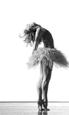 Photographer Ed Flores - Ballet. I love that she has bare feet; don't see that so often in ballet photos Shall We Dance, Lets Dance, Modern Dance, Dance Photography, White Photography, Ballerina Photography, Foto Picture, Hip Hop, Isadora Duncan