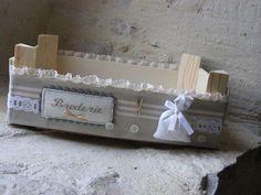 Aquí tenéis más pruebas de las enormes posibilidades decorativas de una caja de madera de la fruta.