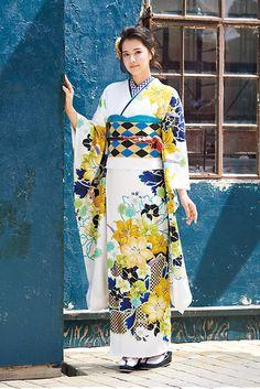 全国に121店舗のきものやまとがたいせつな成人式のお手伝いを致します。ママ振袖、レンタル振袖、ご購入もなんなりとご要望をお寄せ下さい。フェアーを随時開催しておりますので、チェックしてみて下さいね!, Japanese Costume, Japanese Kimono, Japanese Outfits, Japanese Fashion, Kabuki Costume, Japanese Beauty, Yukata, Gaia, Costumes For Women