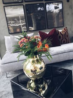 Winter inspirations for a green living room - HomeCNB Living Room Inspiration, Home Decor Inspiration, Fashion Inspiration, Living Room Green, Living Room Decor, Interior Exterior, Interior Design, Cool Rooms, Home Decor Wall Art