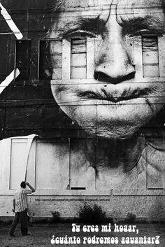 Empapelando casas    #blog #frases #reflexiones #fotografia El caso es que me encontré con los trabajos de JR, un parisino enmarcado en lo que se conoce como street art y que, fundamentalmente, se dedica a EMPAPELAR edificios con miles de fotografías en blanco y negro (mayormente), y claro, tras el impacto no me pude resistir a ponerle título a uno de ellos, ni más ni menos. (tu eres mi #hogar ¿cuánto podremos aguantar?)