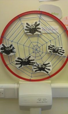 Mini beast- spider dangling display.