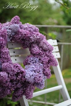 Gorgeous Lilac Wreath...if only it would last... Hammer the lilac stem before putting in water to make them last longer. Dip the stem ends in hot water before putting them in a vase extends their life also.