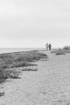 Spaziergang an Meer, monochrom, schwarz-weiss, Alltagsfotografie, Street Photogrphy, Fotografie, fotografieren, taking photos