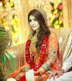 So sweet.. Pakistani Bridal Makeup, Pakistani Wedding Outfits, Pakistani Dresses, Indian Bridal, Pakistan Wedding, India Wedding, Wedding Bride, Shadi Dresses, Mehndi Dress