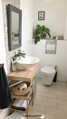 Wer sagt, dass ein kleines Bad nicht schick und gemütlich gestaltet werden kann? Avantgardistische Details, kräftige Farbakzente, platzsparende Gegenstände und ein paar Wellness-Utensilien helfen Dir dabei. So kannst Du mit wenigen Handgriffen Dein kleines Bad einrichten und in eine Wohlfühloase verwandeln. Mini Bad, Interior Inspiration, Interior Ideas, Clawfoot Bathtub, Bathroom Interior, Kids Room, Room Decor, Overlay, Room Ideas