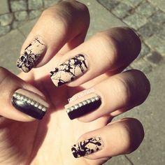 Instagram: @Marce7ina #nails #nailart #studs