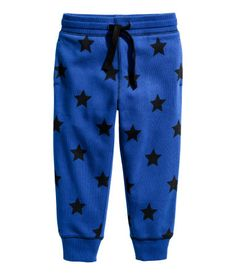 Cornflower blue/stars. CONSCIOUS. Sweatpants in an organic cotton blend. Elasticized drawstring waistband, side pockets, and ribbed hems.