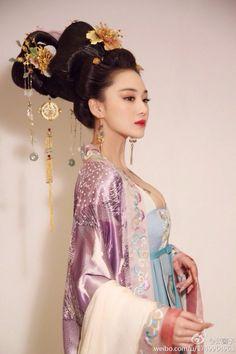 范冰冰 Fan Bingbing as Wu Zetian 张馨予 Zhang Xinyu as Consort Xiao 张 定涵 Zhang Dinghan as Empress Zhangsun The duck fac...