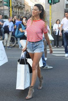 street style  Belen Rodriguez con shorts