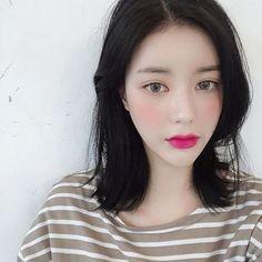 หั่นสั้นให้ได้ลุคชิค กับ ผมยาวประบ่า สไตล์ผู้หญิงเท่ผสมเปรี้ยว สวยเฉียบ ชิคกว่าใคร Korean Face, Medium Hair Styles, Hairstyle, Mid Length Haircuts, Hairstyles, Medium Hair Cuts, Medium Long Hairstyles, Medium Hairstyle