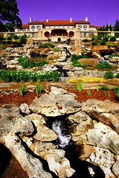 The gardens at the Philbrook Museum of Art in Tulsa, Oklahoma are awe-inspiring. You can spend an entire day roaming around the 23 acres of beautiful grounds that surround the museum.