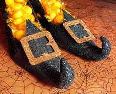 How about a pair of witch shoe candy dishes! These are going to look fantastic on the treat tables filled with goodies. A few alterations to a pair of...