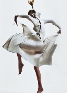 willyegang:  Future Shock: Raquel Zimmermann in vintage Issey Miyake; photographed by David Sims for V #45, Spring Preview 2007.
